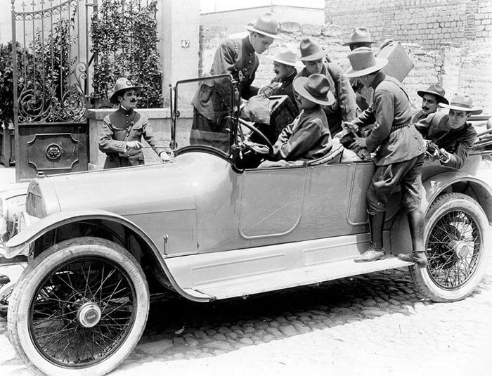 """""""El automóvil gris"""" cumple su primer centenario"""